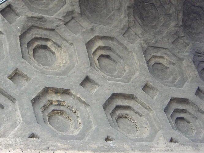<br />Римский бетон &ndash; прочнейшая смесь, которую использовали в древнем Риме для постройки множества сооружений. Сам его состав удалось изучить &ndash; смесь из песка и извести в различных пропорциях. Тем не менее, многие особенности и хитрости римского строительства до сих пор остаются загадкой.<br />&nbsp;