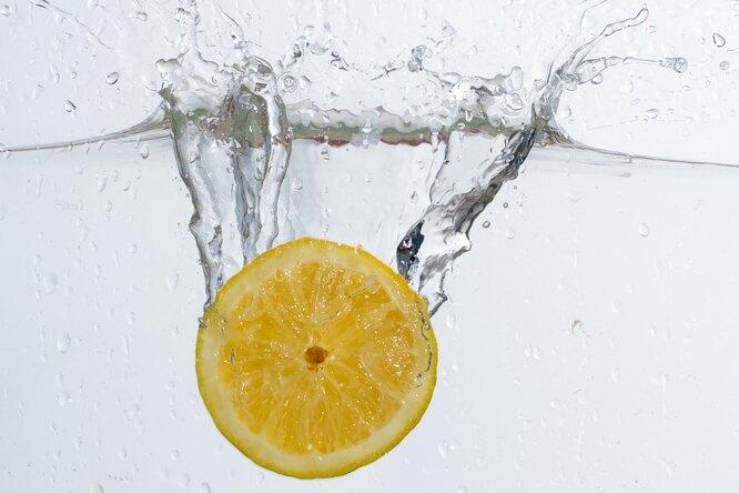 5 причин начинать каждое утро со стакана воды слимоном