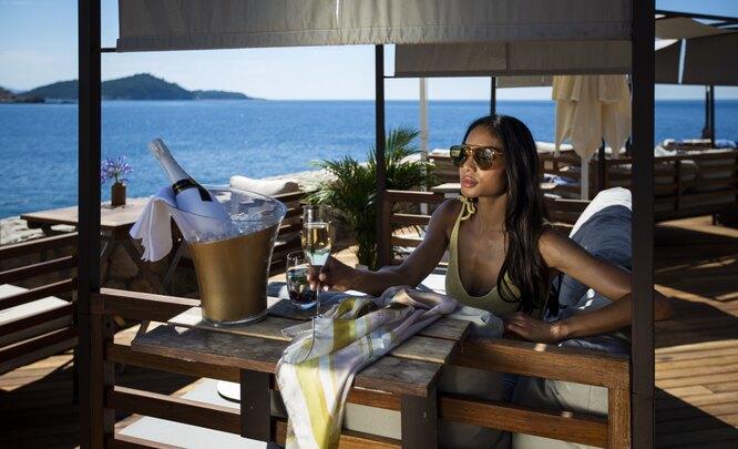 Беседка-кабана на пляже отеляRixos Premium Dubrovnik
