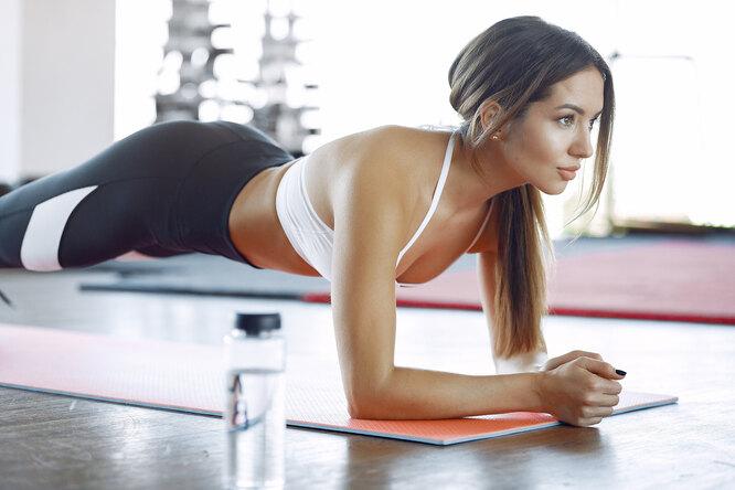 Женщины чаще мужчин занимаются спортом — это показала статистика онлайн-приложения