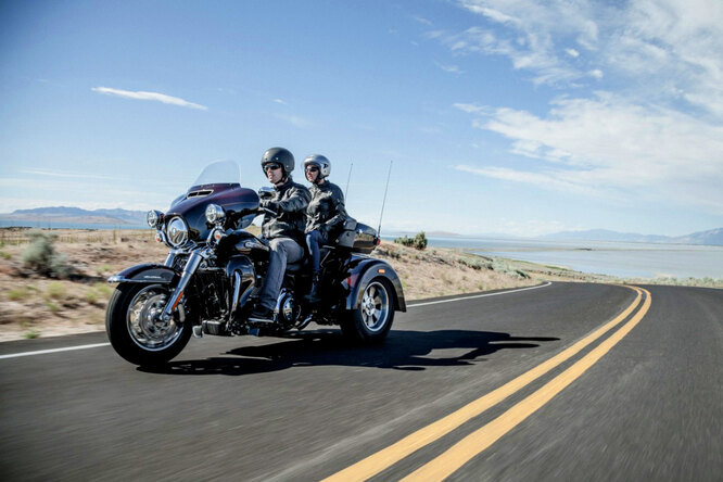 Трайк Harley-Davidson Tri Glide Ultra: зарулем мотоцикла дляпрезидентов