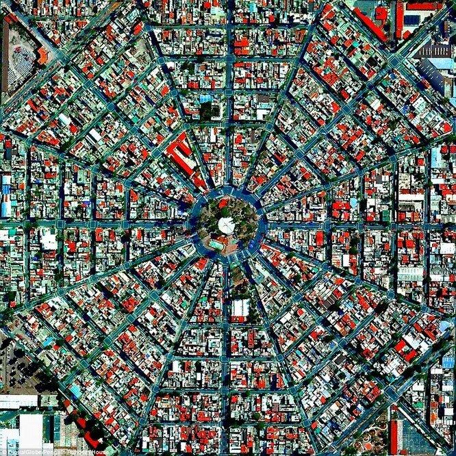 Радиальные улицы сходящиеся к площади Plaza Del Ejecutivo в столице Мексики.