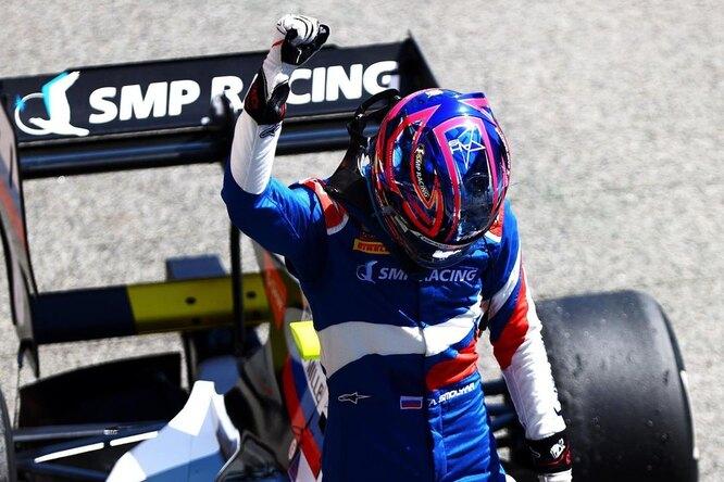 Российский гонщик «Формулы» признался, что унего нетводительских прав