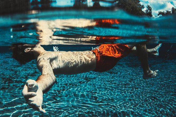 «Ухо пловца»: как купаться летом ине бояться отита?