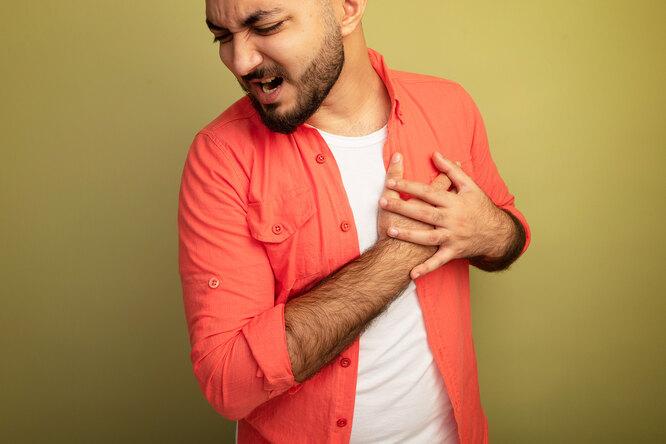 Почему болит вгруди: основные причины иранние симптомы