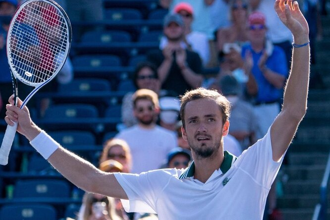 Теннисист Даниил Медведев стал первым за20 лет россиянином, выигравшим турнир «Мастерс» вКанаде