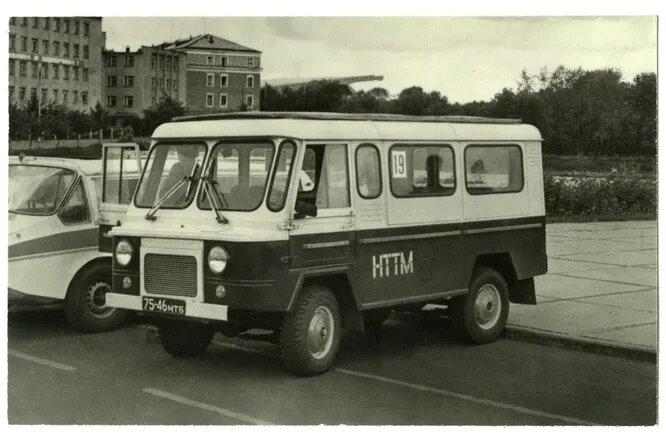 «Кентавр» А. Машукова. Автомобиль повышенной проходимости для охоты и рыбалки. Кузов типа «Сафари», двигатель от ВАЗ-2101.