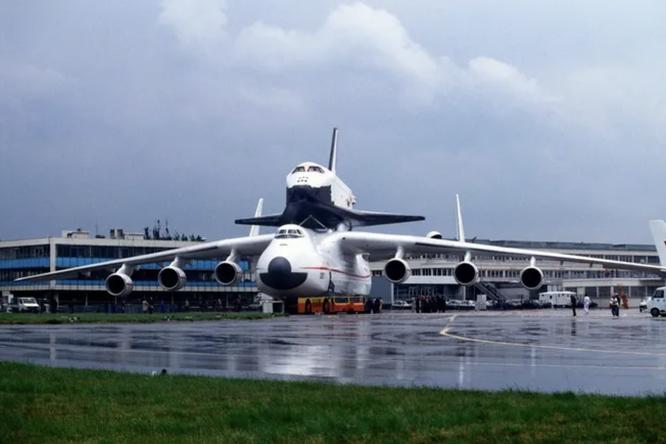 Как заходит напосадку самый большой самолет вмире: видео