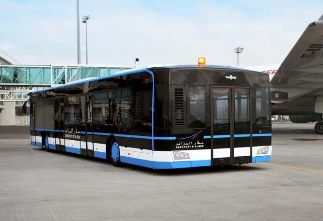 <br />Van Hool (Лир, Бельгия). Один из самых известных европейских строителей автобусов как на своих шасси, так и на шасси других производителей. Также делает троллейбусы и полуприцепы. В гамме как таковой перронных автобусов нет, но их можно получить под специальный заказ. Например, на снимке модель Van Hool AP2375, заказанная аэропортом Алжира в 2012 году. Всего было изготовлено три таких машина. Это самый большой в мире (официальный рекорд) перронный автобус вместимостью 160 человек.<br />&nbsp;