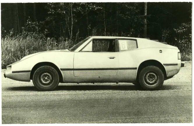«Сайгак» Геннадия Власьева, спортивный автомобиль для ралли и туризма с двигателем от ВАЗ-2101 и стеклопластиковым кузовом.