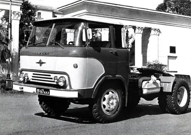 <br />КАЗ (Грузия). Кутаисский автомобильный завод в советское время был единственным автомобильным производством в Грузии. Он был основан в 1945 году и производил грузовики с 1951 по 1991-й. Позже на КАЗе пытались наладить отверточную сборку разных марок, но эти проекты так и не получили продолжения. Ныне завод не работает. На снимке классическое грузовое шасси КАЗ-608 &laquo;Колхида&raquo; (1965).<br />&nbsp;