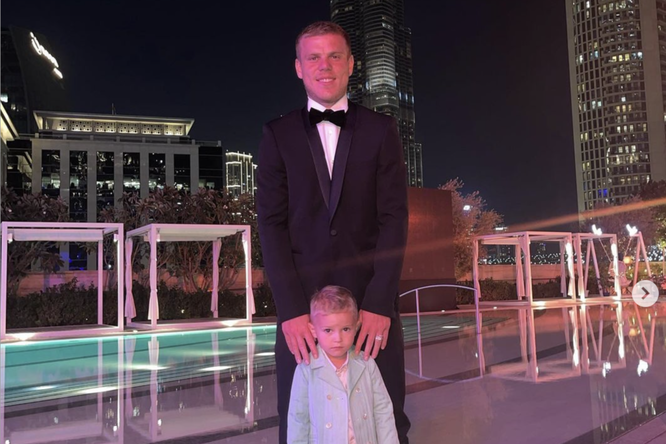 У трехлетнего сына Александра Кокорина появился свой бренд одежды