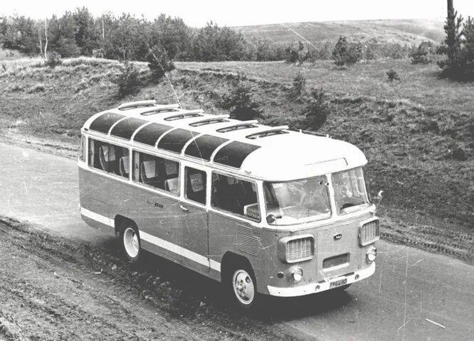 1961 год, опытный ПАЗ-672Т с распашной дверью.