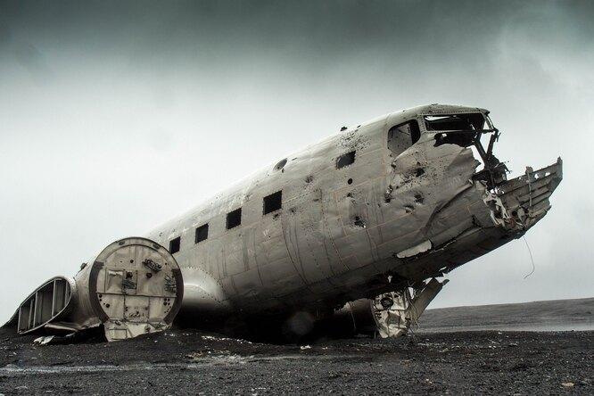 Что происходит внутри самолета, когда он терпит крушение?