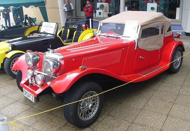 <br />Компания Alternative Cars Limited с 1984 года делает кит-кары с пластиковыми кузовами. На снимке &ndash; модель Swallow 100, имитирующая MG TD.<br />&nbsp;