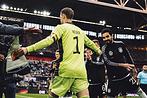 Мануэль Нойер сыграл сотый матч заГерманию. Поэтому случаю Adidas выпустил эксклюзивные перчатки