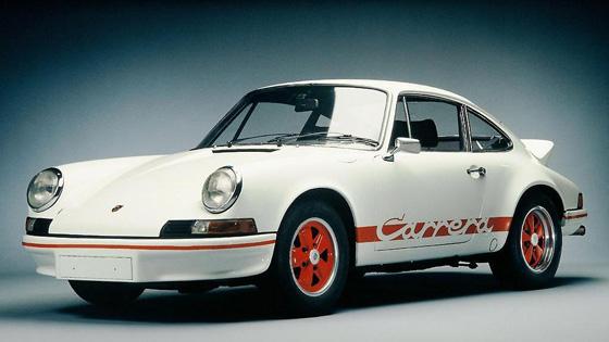 <br />911 Carrera RS, 1973 год. Сегодня слово Carrera есть на самой простой модификации 911-го, а 43 года назад оно украшало самую быструю, лёгкую и мощную версию.<br />&nbsp;