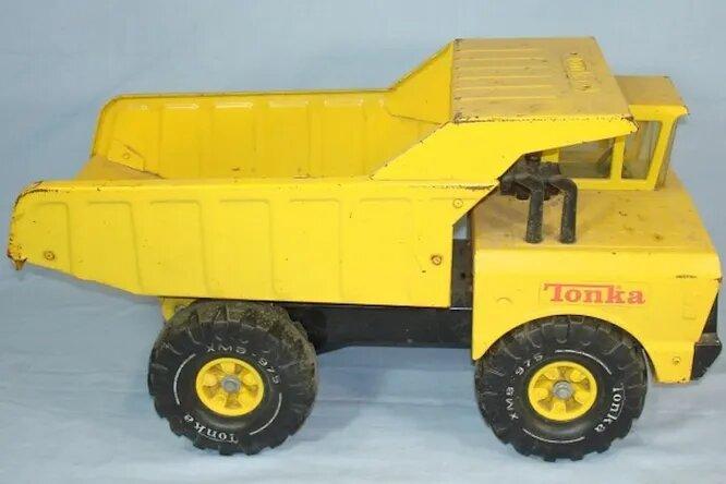 <br />На детские грузовички Tonka выдается пожизненная гарантия. Что только ни делали покупатели, чтобы ею воспользоваться: бросали авто вниз с лестницы, закапывали его в песок и грязь. Однажды по инициативе компании-производителя игрушек Hasbro на машинку наступил слон. Никакого эффекта!<br />&nbsp;