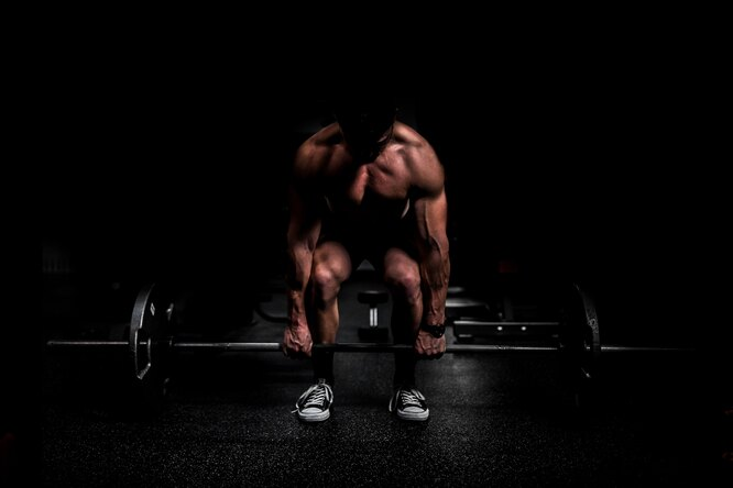 Тренер назвал самые травмоопасные упражнения втренажерном зале