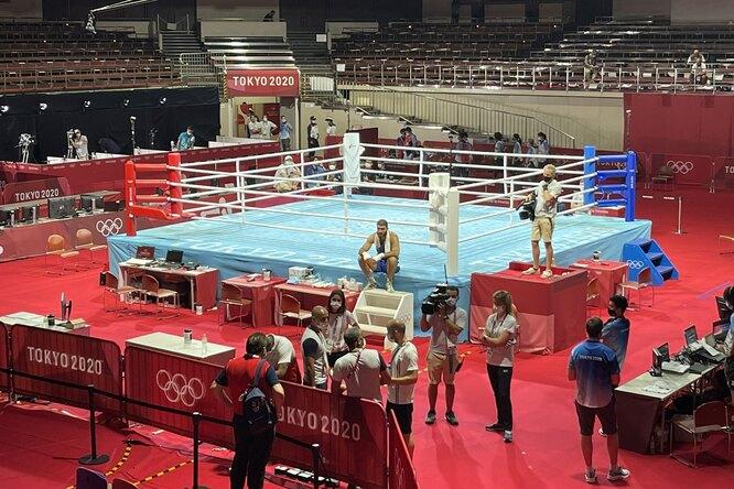 Боксер наОлимпиаде отказался покидать ринг — он устроил забастовку из-за решения рефери