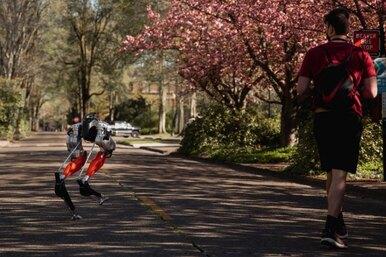 Двуногий робот-курьер пробежал 5 километров за53 минуты — это сравнимо сбыстрой ходьбой человека