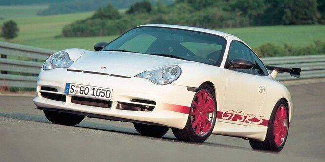 <br />996 GT3 RS, 2004 год. Новое поколение получило новый кузов и &ndash; впервые! &ndash; водяное охлаждение двигателя вместо архаичного воздушного. GT3 RS был самой &laquo;драйверской&raquo; версией.<br />&nbsp;