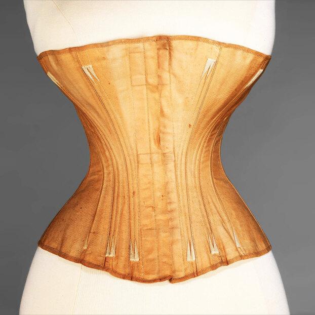 Какое нижнее бельё носили женщины в19 веке?