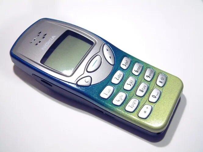 <br />Скромный сотовый Nokia 3210 (1999 год) и его более популярный собрат Nokia 3310 (2003 год) вошли в историю, как пример несокрушимости. Эти телефоны роняли с третьего этажа, били кувалдой и даже взрывали. А они все равно не хотели умирать.<br />&nbsp;