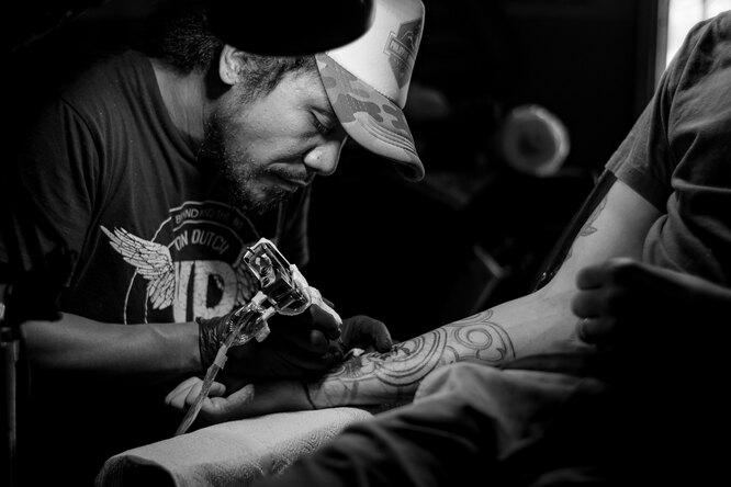 Археологи обнаружили самые древние инструменты длянанесения татуировок