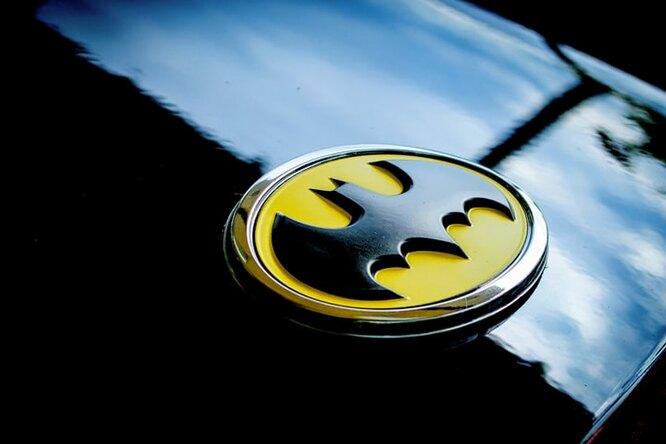 «Валенсия» истудия DC Comics поделили логотип Бэтмена