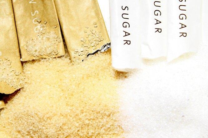 Чем отличается коричневый сахар отбелого идействительно ли он полезнее?
