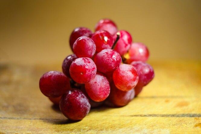 В Японии продали нааукционе гроздь винограда за12,7 тысячи долларов