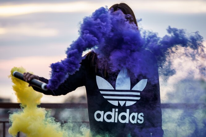 Adidas подаст всуд нанью-йоркский бренд из-за похожих фирменных полосок