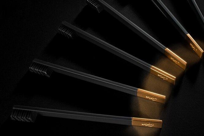 Доступная роскошь: бренд Apriori сумел превратить зубную щетку вэлегантный бьюти-аксессуар иобъект желания.