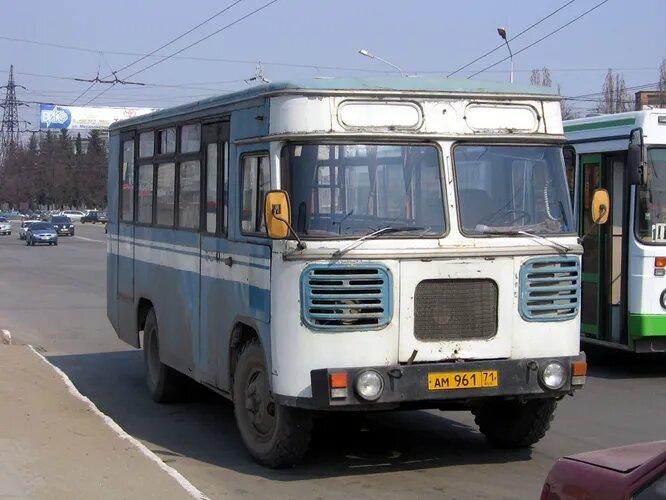 <br />БакАЗ (Азербайджан). Бакинский автобусный завод (ранее Бакинский завод специализированных автомобилей) в советское время делал цистерны и автокраны на шасси других заводов. В конце 1980-х на заводе наладили мелкосерийное производство автобусов. На снимке &ndash; БакАЗ-3219 (1989), вариация на тему ПАЗ-672.<br />&nbsp;
