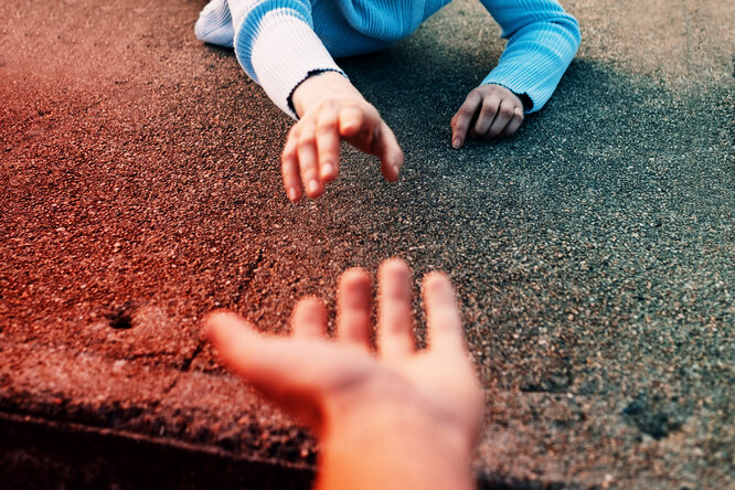 Обыкновенные герои: Владимир Старцев поймал девочку, упавшую с4 этажа