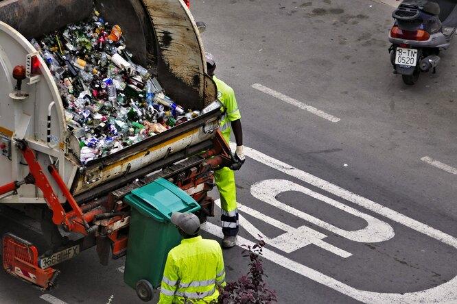 Экс-мэр полумиллионного города бросила политику истала водителем мусоровоза