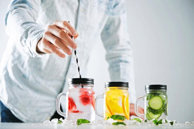 7 вкусных напитков наоснове минеральной воды