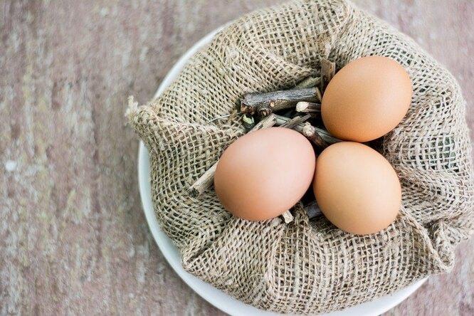 Почему нестоит выливать воду из-под вареных яиц?