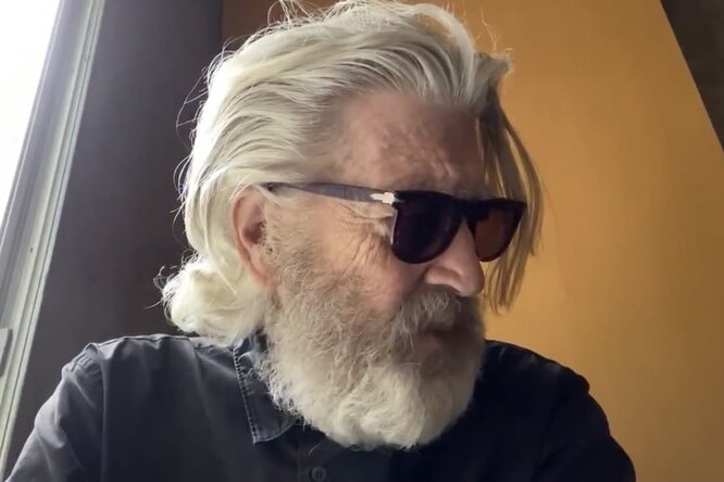 «Это все равно, что увидеть Вина Дизеля сволосами»: Дэвид Линч постригся исбрил бороду
