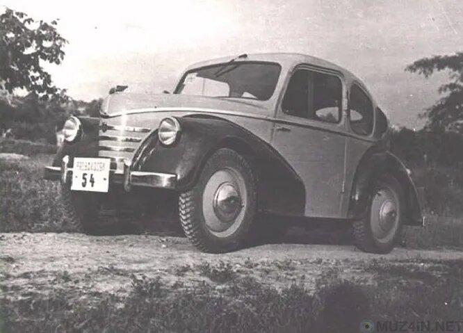 На снимке – Pente 500, «венгерский фольксваген жук», как его позиционировала компания Weiss Manfréd Steel Works, крупный конгломерат, после войны решивший начать производство автомобилей. Автомобиль представили в 1947 году, но годом позже правительство национализировало венгерскую промышленность, и производство Pente так и не начали.