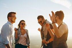 Мужчинам реже прощают неудачные шутки, чем женщинам — исследование