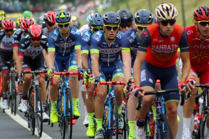 Участники «Тур де Франс» устроили акцию протеста