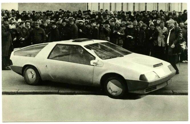 «Лаура» Дмитрия Парфенова и Геннадия Хаинова. Одна из самых известных советских самоделок – автомобиль с бортовым компьютером и двигателем от ВАЗ-2105. Впоследствии конструкторы построили «Лауру-2» и «Лауру-3».